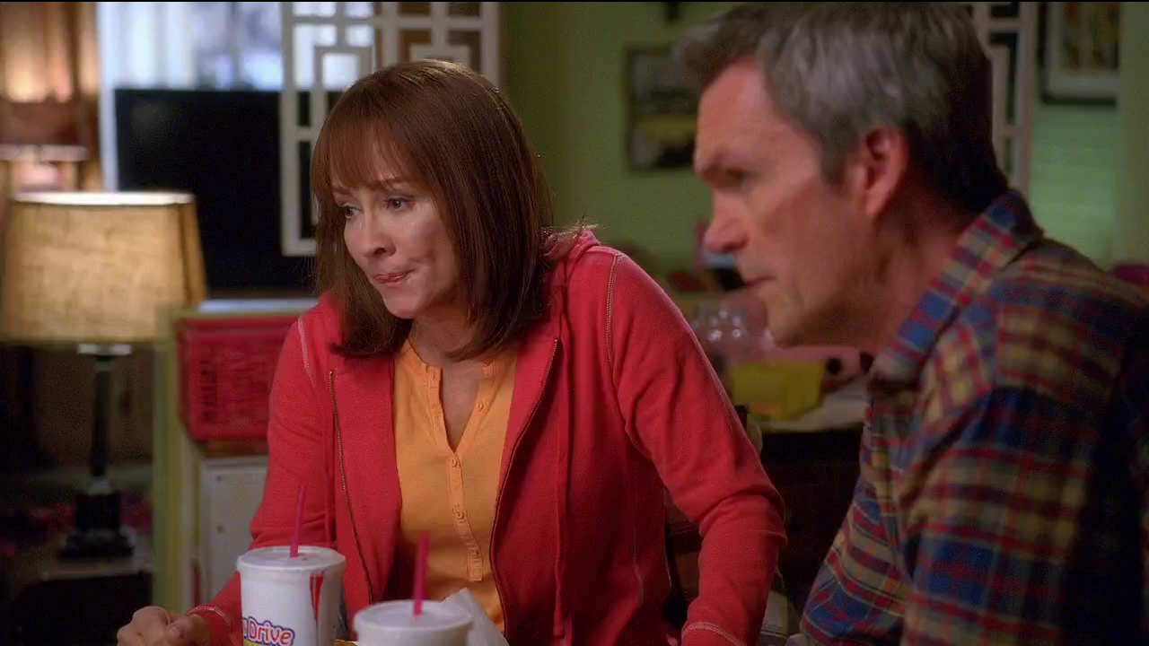 The Middle / Бывает и хуже [NewStudio] [WEB-DL 720p] [Season 6 / Episode 14] [2014 / HDTVRip] [Comedy]