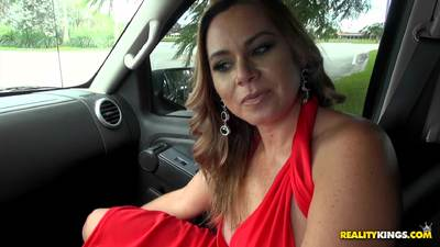 MILF Hunter Gabriela