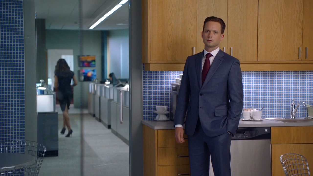 Suits /  Форс-мажоры [WEB-DL 720p] [NewStudio] [Season 5 / Episode 8] [2015 / HDTVRip] [Comedy / Drama]