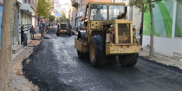Çarşının içi geçiçi olarak asfaltlandı