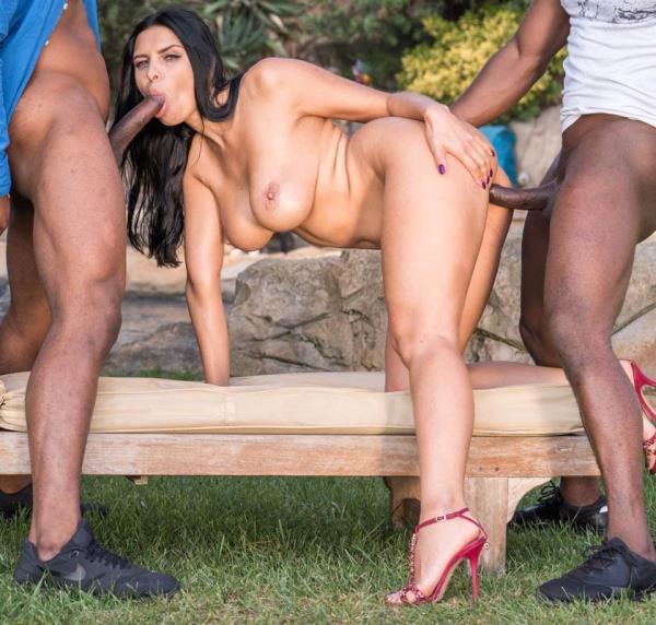 Kira Queen - Interracial threesome in the garden Cover