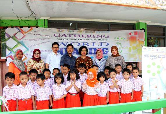 Peduli Kesehatan Telinga,  DWP Setda Provinsi Jatim Gelar Pemeriksaan Telinga Anak