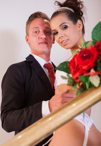 See The Wedding Album of Ferrara Gomez - Ferrara Gomez (SiteRip/Private/HD720p)